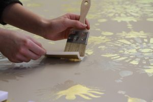 Gilding wallpaper with gold leaf